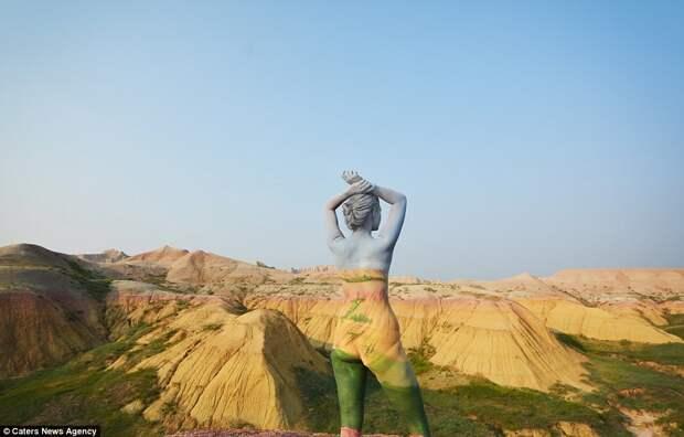 """Мастер боди-арта отправилась в путешествие по Америке со своими """"картинами"""""""