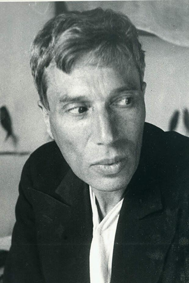 Борис Пастернак в своей комнате в Чистополе