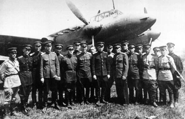 Пе-2 на  заводском аэродроме