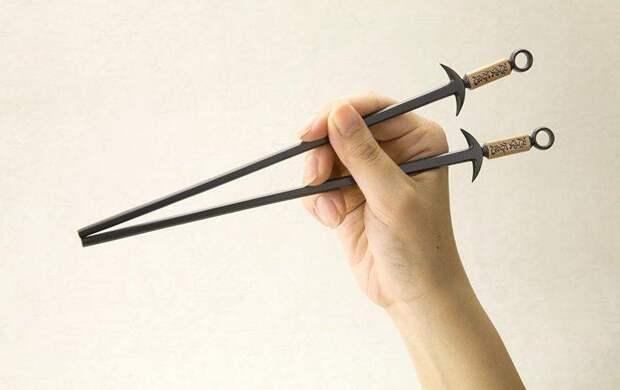 25. В Китае не направляйте свои палочки для еды на людей.