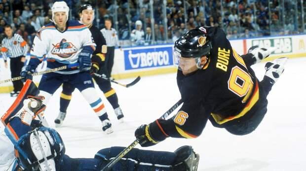 «Он совершил революцию в мировом хоккее». Тренер Быков — о знаменитом русском форварде Буре