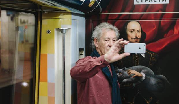 Йен Маккеллен проехался в московском метро