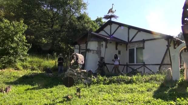 Житель Саратовской области превратил свои дом и участок в испанскую усадьбу