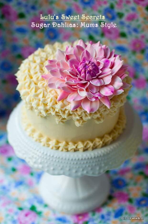 пример оформления торта цветами из маршмеллоу