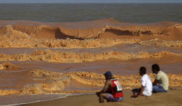 Красный шлам в Атлантическом океане