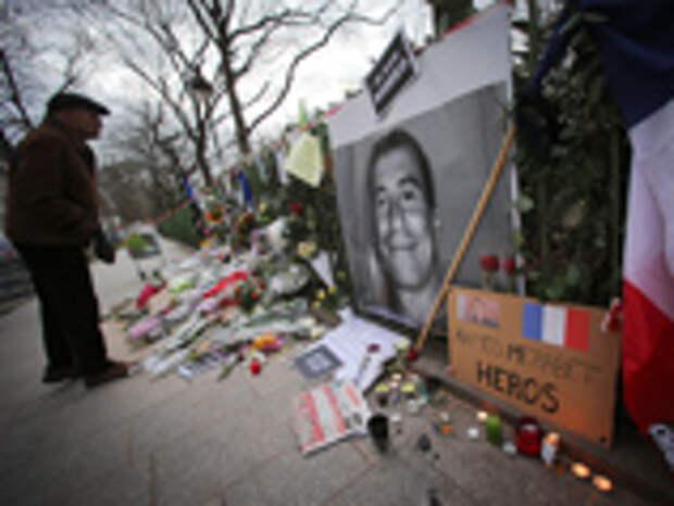 Ранее Роскомнадзор уже призывал российские СМИ не нагнетать межконфессиональную напряженность в обществе при выражении солидарности с редакцией французского еженедельника Charlie Hebdo, чьи сотрудники погибли в результате теракта