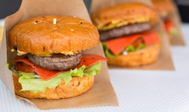 В Москве 27 июля отметят День гамбургера. Фото: mos.ru