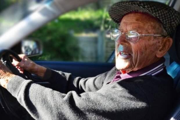 Пьяный пенсионер напал на инспекторов ДПС (ВИДЕО)