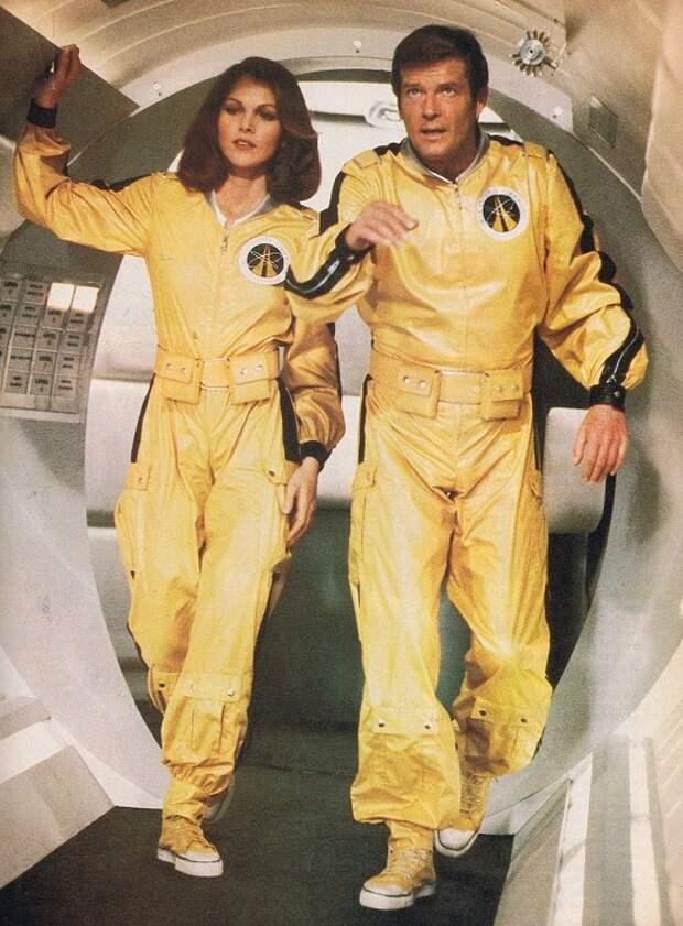 Американская актриса и бывшая модель Лоис в роли Холи Гудхед в фильме «Лунный гонщик», 1979 год.