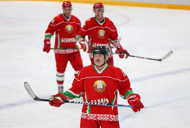 Лукашенко отказался уходить на самоизоляцию после контакта с заражённым COVID-19