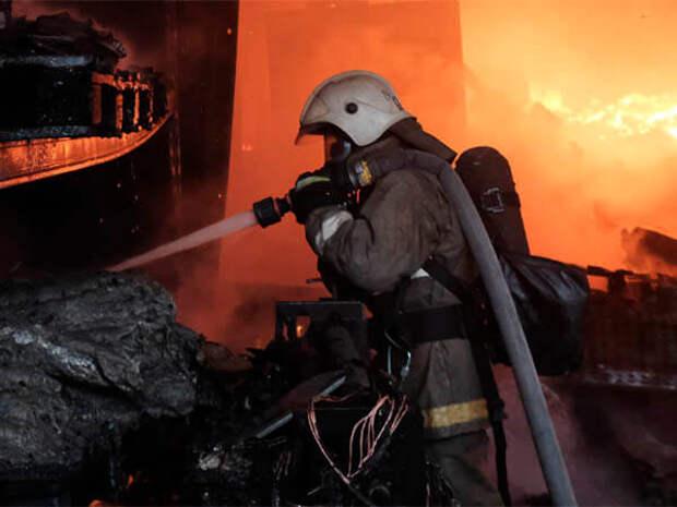 В Краснодаре сгорело здание в центре города