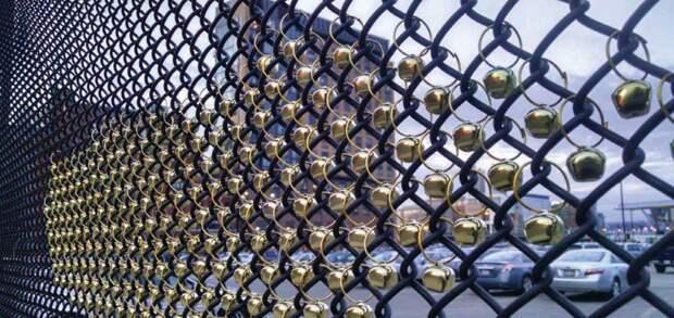 Для тех, кто не любит тишину - колокольчики Фабрика идей, дача, забор, сетка Рабица, украшение