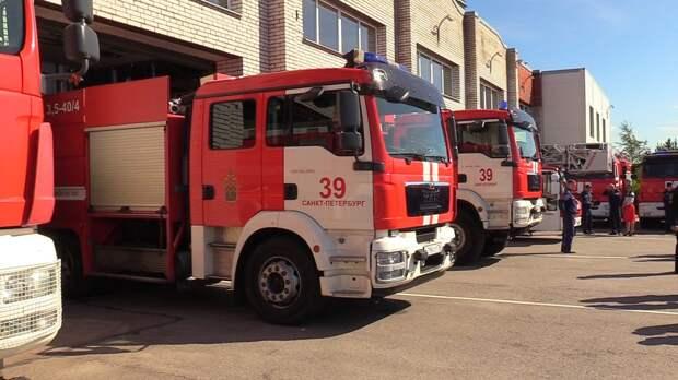 Спасатели локализовали пожар в цехе в Василеостровском районе