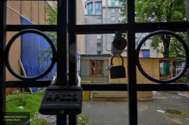 После атаки презервативами КС Украины решил закупить решетки на окна