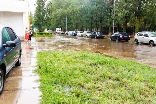 01-07-2015-zatopilo-dozhd-grad-groza-molniia-08