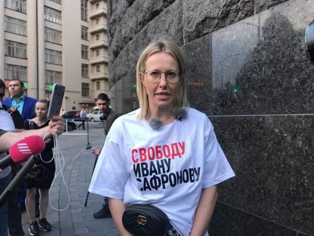 Оказывается, Собчак ходила на пикет в поддержку Сафронова, чтобы снять рекламу