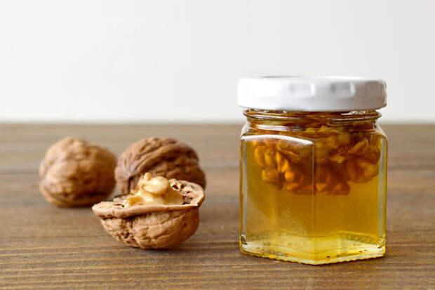 Мед с орехами и соком алоэ восстанавливает силы после болезни