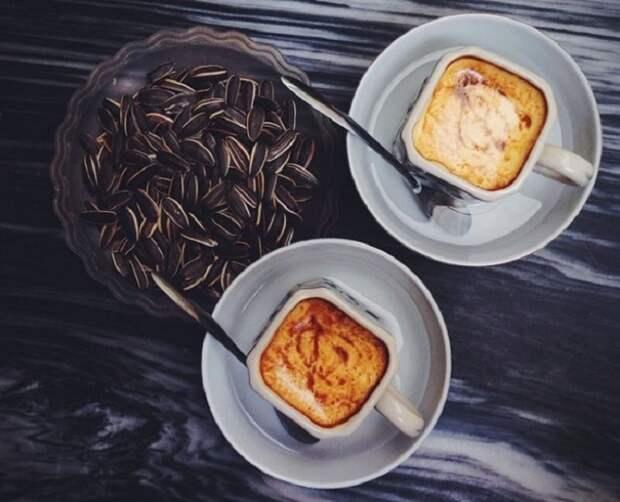 Яичный кофе, Вьетнам. основе рецепта - яичный желток, сгущенное молоко, сахар и горячий кофе.