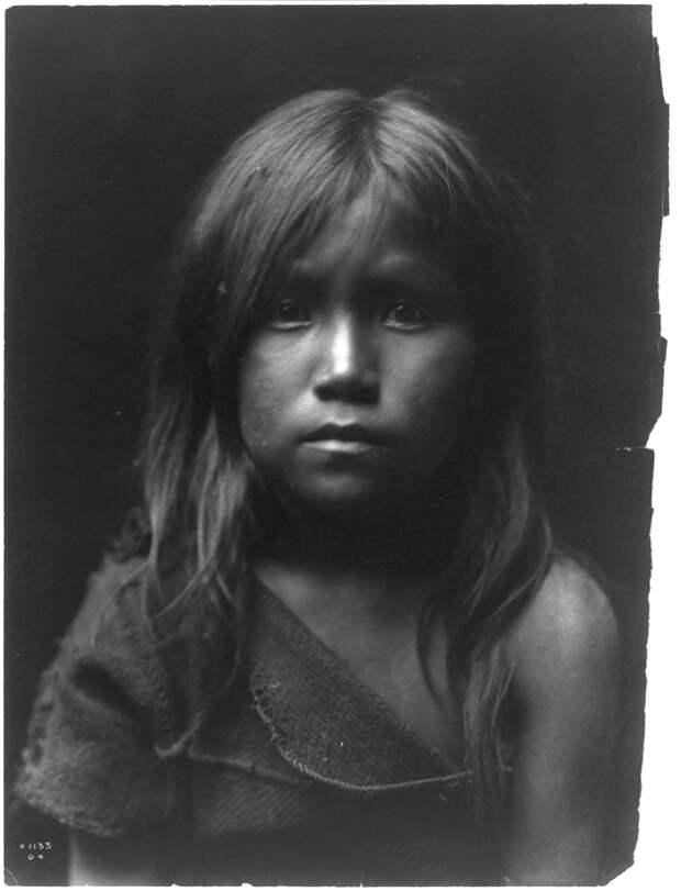 Североамериканская индианка (индеанка) из народа хопи. Фото