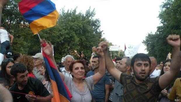 Саргсян остановил повышение тарифов и может национализировать «Электросети Армении»