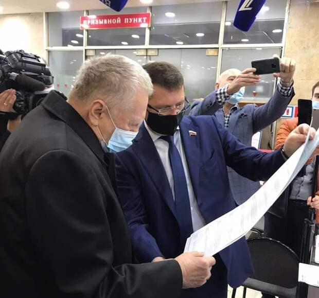 Владимир Жириновский и Сергей Жигарев посетили УИК в Одинцово