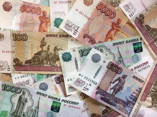 Граждане и бизнес в России накопили «на руках» 12 трлн рублей