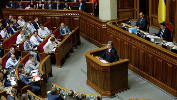Президент Украины Петр Порошенко на заседании Верховной Рады, архивное фото