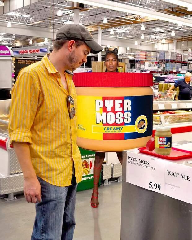 Мем о кутюрном показе Pyer Moss