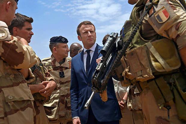 Макрон кормит военных фуа-грой в Африке и угрожает «желтым жилетам»
