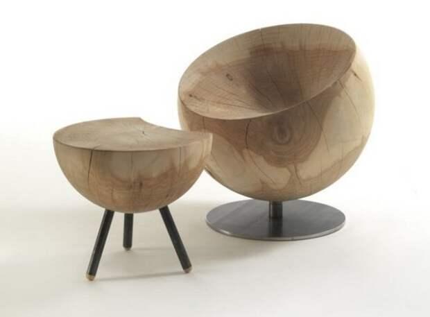 Необычное кресло и журнальный столик