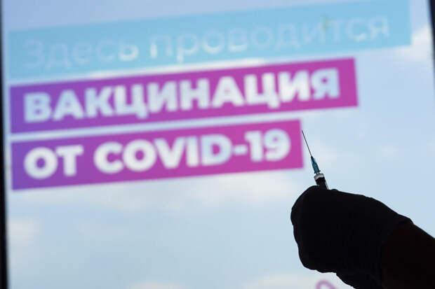 Люди подрались в очереди на прививку в Петербурге