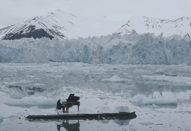 Классическая музыка на плавающей льдине