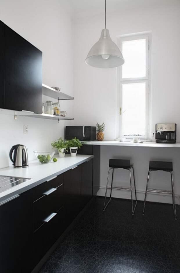 Необычная обеденная зона для экономии места на маленькой кухне