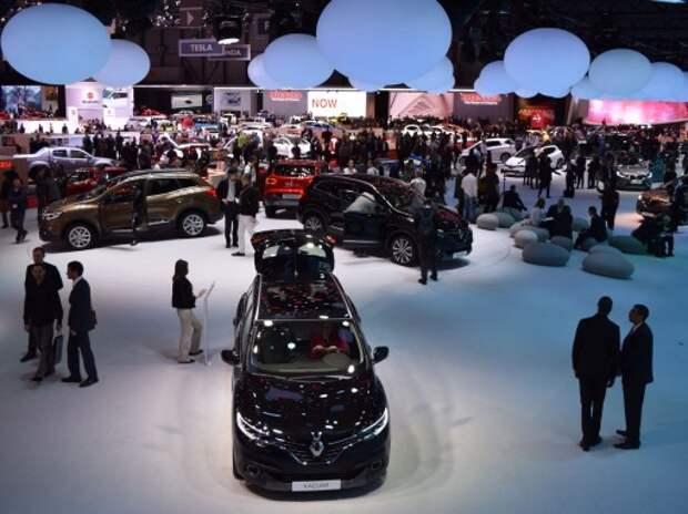 Продажи новых автомобилей в России могут упасть в 2 раза в 2015 г.
