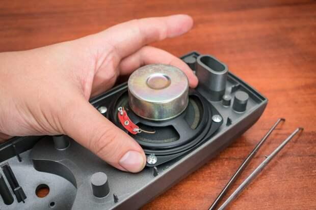 Для сборки каких самодельных приспособлений можно использовать магнит от старого динамика