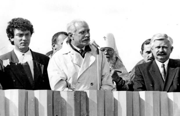 Никита Михалков с друзьями... Конец 1990-х годов...