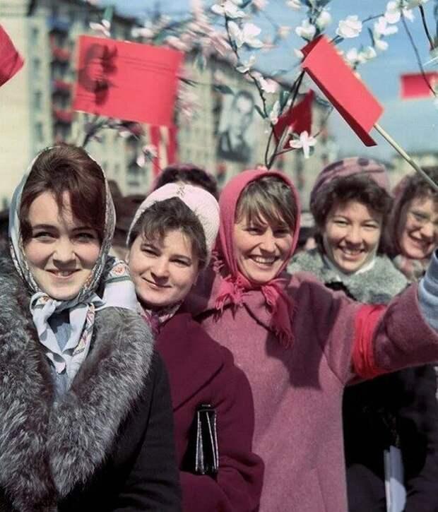 Советские красавицы. С праздником вас!