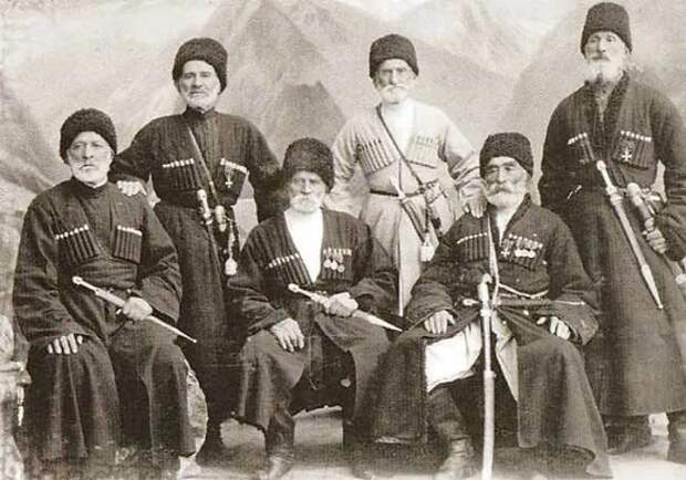 Кавказцы-ветераны царской службы / Фото: izwest.livejournal.com