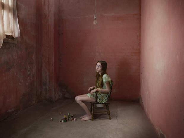 Фотопроект о детях-маугли на основе невероятных и правдивых историй