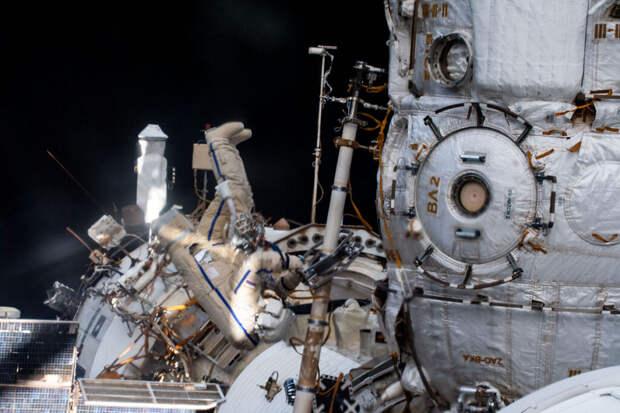 Давление упало в российском модуле МКС из-за утечки воздуха