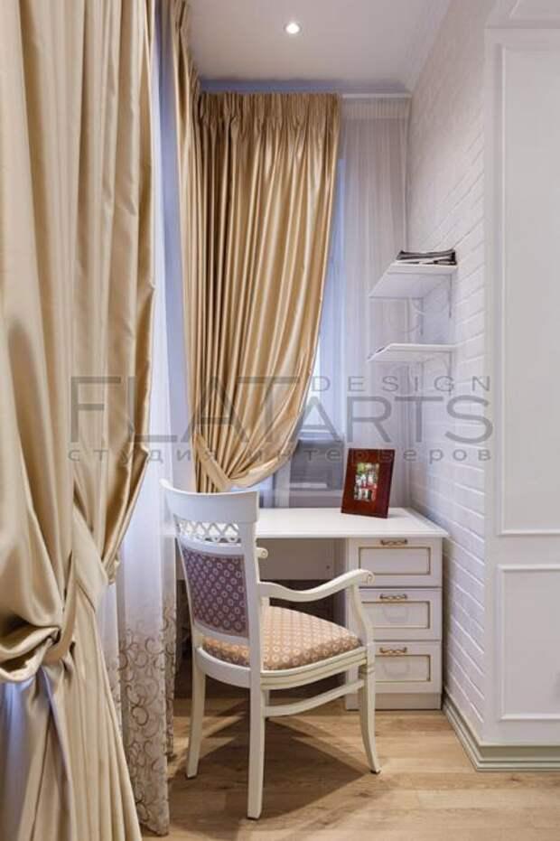 Спальня в классическом стиле, столик для макияжа