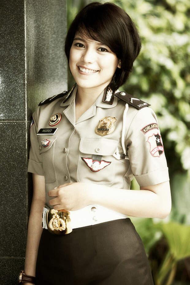 Самые красивые девушки-полицейские из разных стран