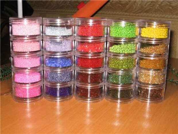 Для вышивки и плетения бисером используются разные методики, о которых Вы сумеете узнать на специальных сайтах...