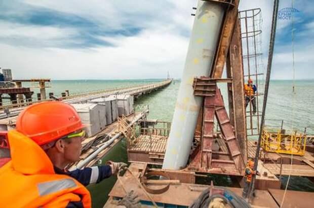 Минтранс: проблем с финансированием строительства моста в Крым нет