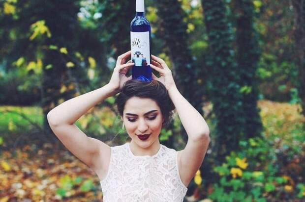 Забудьте про красное и белое вино, ведь теперь есть синее