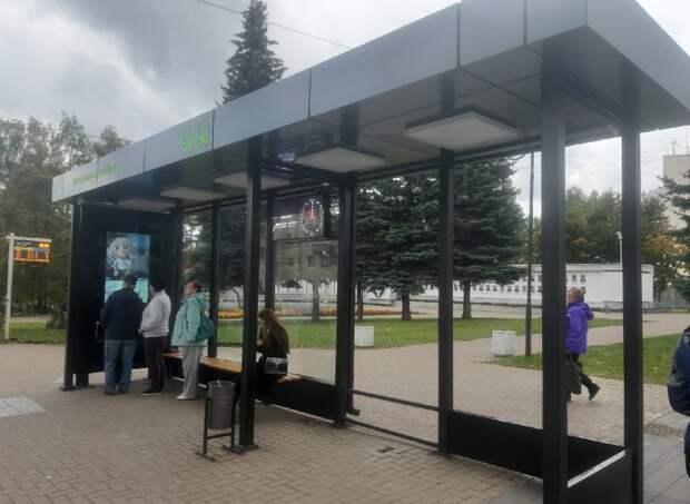 Подростки разрисовали маркерами новые остановки на улице Пушкинской в Ижевске