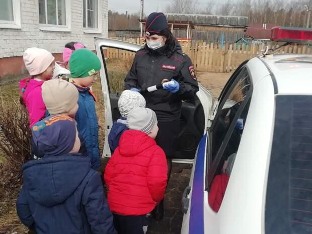 Западнодвинские автоинспекторы рассказали дошкольникам о правилах дорожного движения