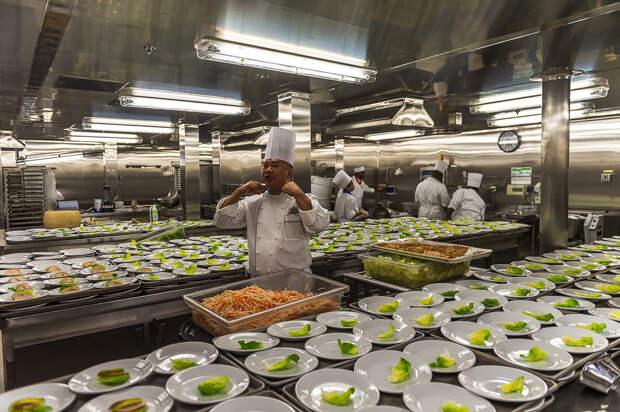 Как кормят и отдыхают на крупнейшем круизном лайнере в мире еда, лайнер, море