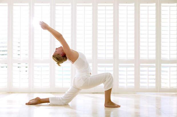 Растяжка для ленивых: 10 простых упражнений для утра
