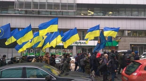 """Украинский журналист раскритиковал соотечественников за желание """"свалить"""" из страны"""